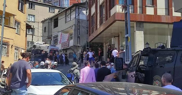 Beyoğlu'nda silahlı saldırı: 3 kişi öldü, 1 kişi de yaralı