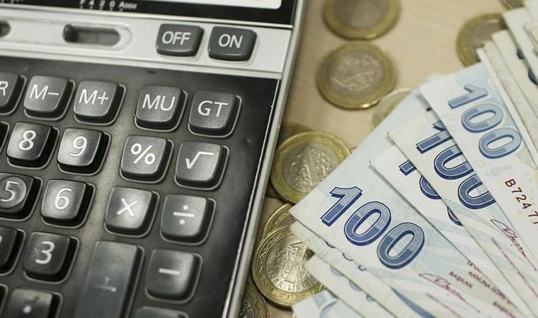 """<p><strong>EN ÖNEMLİ SORUN EKONOMİ</strong></p><p>""""Türkiye'nin en önemli 1'nci öncelikli sorunu nedir?"""" sorusuna katılımcıların yüzde 47,9'u """"Ekonomik kriz/işsizlik"""", yüzde 16,1'i """"Cumhurbaşkanlığı Sistemi"""", yüzde 10,9'u """"Hukuk sisteminin mevcut durumu"""", yüzde 8,9'u """"Demokrasinin olmayışı"""" ve yüzde7,2'si """"Kürt Sorunu"""" şeklinde yanıt verdi.</p>"""