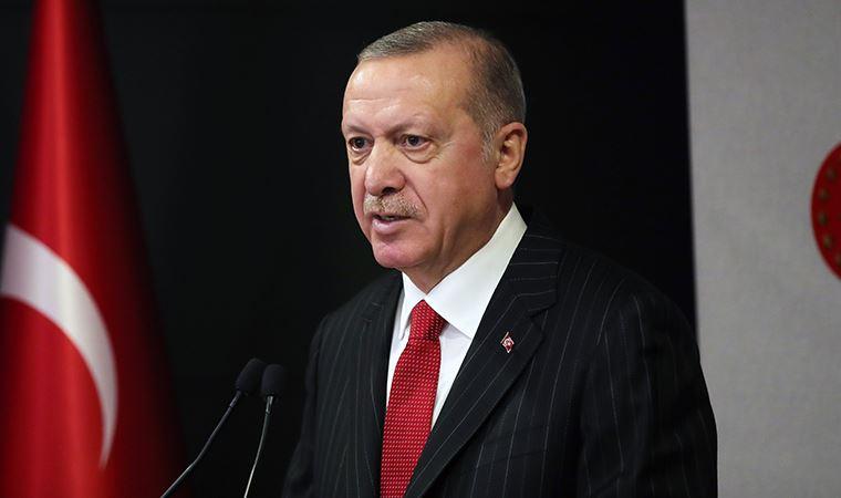 """<p><strong>ERDOĞAN YİNE SEÇİMLERİ KAZANIR MI?</strong></p><p>Katılımcılar, """"Sizce aday olması halinde şu andaki Cumhurbaşkanı Recep Tayyip Erdoğan yine seçimleri kazanır mı?"""" sorusunu yanıtladı. Katılımcıların yüzde 49,7'si """"Hayır kazanmaz"""", yüzde 24,9'u """"Evet"""" ve yüzde 25,4'ü """"Kararsızım"""" yanıtı verdi. Ardından yöneltilen """"24 Haziran 2018'de gerçekleştirilen cumhurbaşkanlığı seçiminde hangi adaya oy verdiniz?"""" sorusuna katılımcıların yüzde 41'i """"Recep Tayyip Erdoğan"""", yüzde 33,2'si """"Muharrem İnce"""", yüzde 11,6'sı """"Oy Kullanmadım"""", yüzde 7,4'ü """"Selahattin Demirtaş"""" ve yüzde 6,7'si """"Meral Akşener"""" yanıtı verdi.</p>"""
