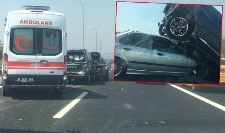 TEM'de zincirleme kaza: 5 araç karıştı, 2 yaralı