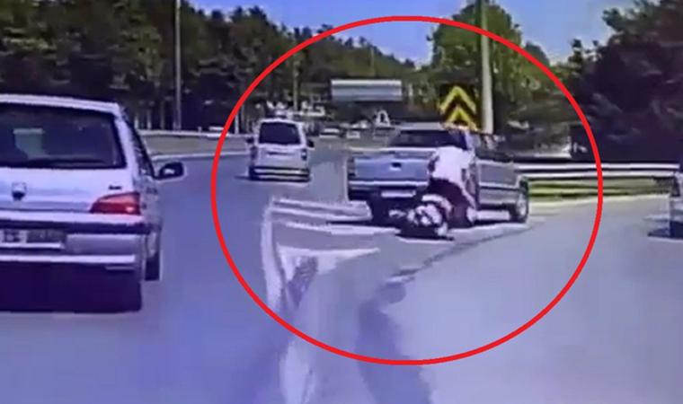 Hatalı sollama yapıp motosikletliye böyle çarptı