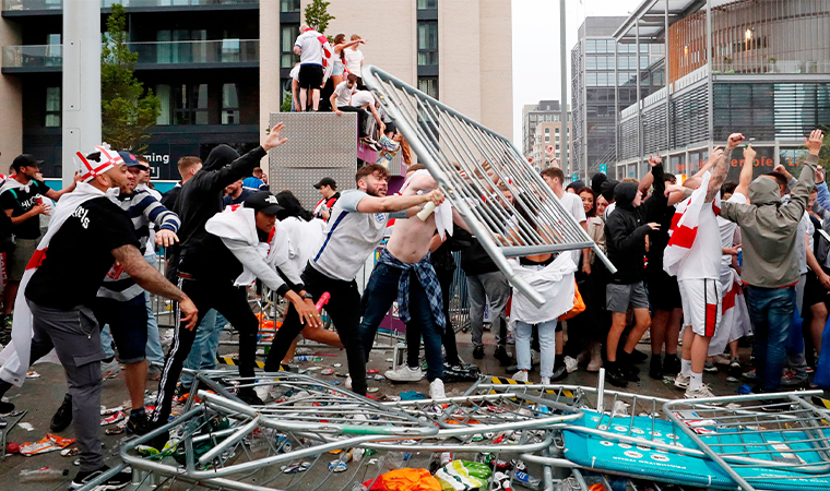 UEFA, İngiltere'ye karşı harekete geçti