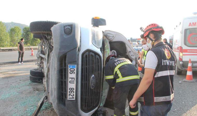 Minibüs otomobille çarpıştı: Çok sayıda yaralı