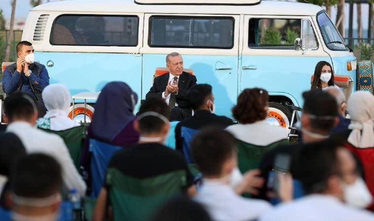 Gençlerle buluşan Erdoğan, Ahmet Kaya dinledi