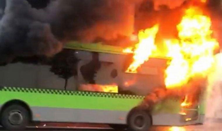 Belediye otobüsü yol ortasında yandı