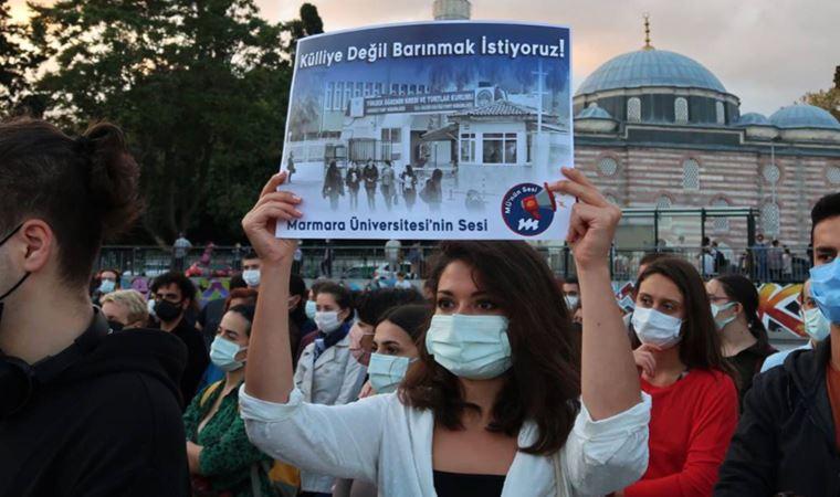 Öğrencilerden Beşiktaş Meydanı'nda eylem