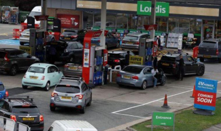 Benzin istasyonlarına akın ettiler
