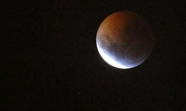 Cumhuriyet Mobil Haber Kanlı Ay Tutulması Büyüledi