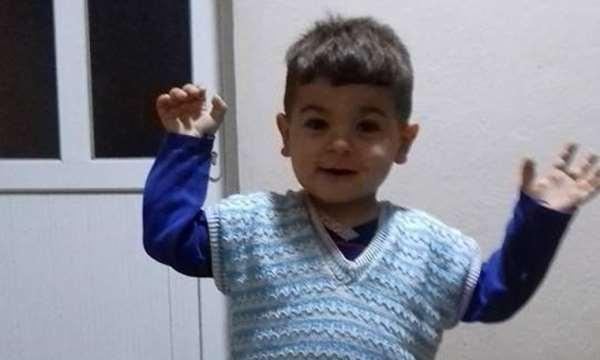 İzmir'in Torbalı ilçesinde, evdeki prizde unutulan cep telefonu yangına sebep olurken, yangında can pazarı yaşandı. Yangında 5 yaşındaki minik Bakican feci şekilde can verdi, anne ise ağır yaralandı. ile ilgili görsel sonucu