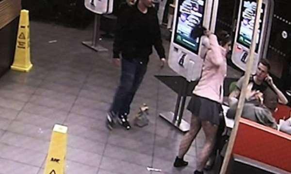 Galler'de bir kadın kendisine gülen 3 kişiye topuklu ayakkabı ile saldırdı