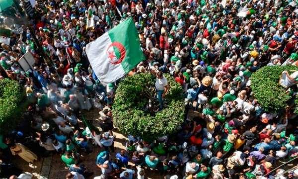 Cezayir'in eski Adalet Bakanı tutuklu yargılanacak