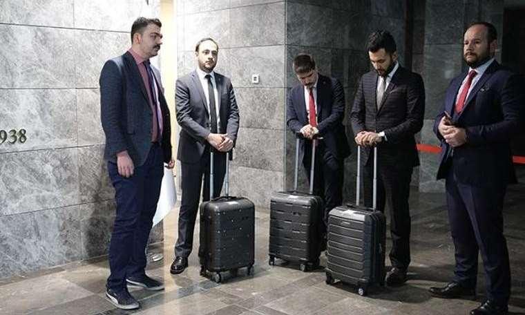 'Kumpasa' 3 bavul yetmedi