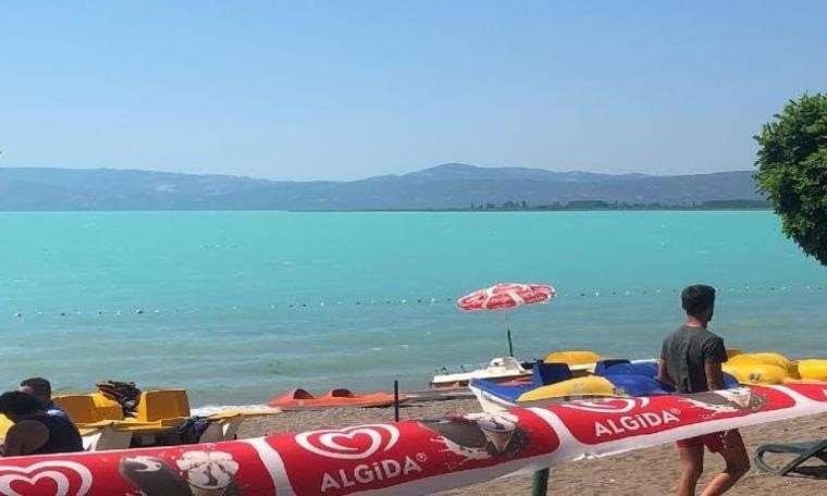 İznik Gölü turkuaza büründü, ziyaretçiler hayran kaldı